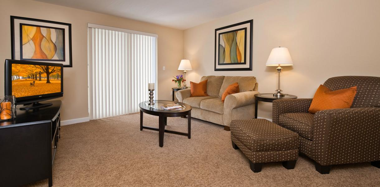 view of a living area at the Towers at Greenville