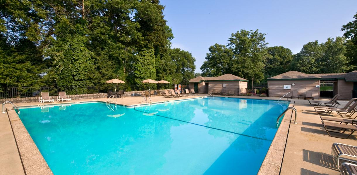 photo of the outdoor pool available to residents at Paladin Club Condominiums